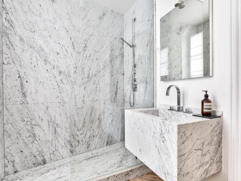 Salle de bains réalisée par Paul & Benjamin, Créateurs de cuisines à Paris